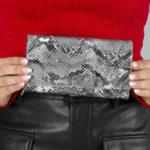 Velká stříbrná kožená peněženka s hadím vzorem