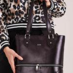 Černá kožená kabelka s ozdobnými zipy