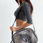 Sportovní plstěná taška se šedým potiskem