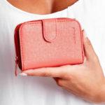 Korálově červená koženková peněženka