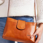Malá kabelka z velbloudí kůže s magnetem