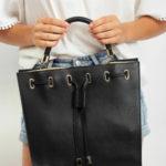 Dámská černá taška se šňůrkou