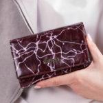 Dámská vzorovaná fialová peněženka