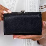 Dámská černá peněženka s přihrádkou