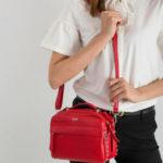 Malá červená kožená kabelka
