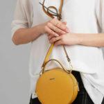 Kulatá kožená medová kabelka