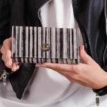 Dámská černá kožená peněženka s pruhy
