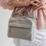 Kožená malá kabelka světle šedá