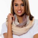 Tmavě béžový dámský šátek se širokým károvaným vzorem