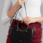Malá černá kožená kabelka s kulatým uchem