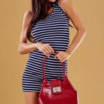 Červená dámská taška s ozdobnou klopou