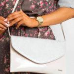 Spojková taška se vzorem hadí kůže, světle růžová
