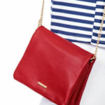 Červená kabelka na řetízku