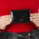 Horizontální černá kožená peněženka