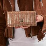 Dámská zlatá pruhovaná kožená peněženka