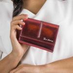 Dámská jasně červená malá peněženka s kovovým leskem