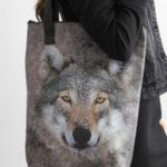 Šedá vlčí taška