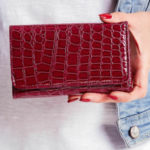 Švestková peněženka se zvířecím motivem