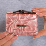 Malá lososí kožená peněženka