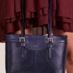 Elegantní tmavě modrá kožená kabelka