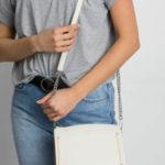 Elegantní malá taška v béžové barvě
