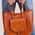 Dámská kabelka ve velbloudském stylu