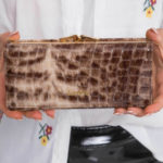 Dámská hnědá kožená podlouhlá peněženka