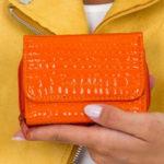 Dámská oranžová peněženka s reliéfem