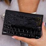 Černá dámská peněženka s reliéfem z krokodýlí kůže