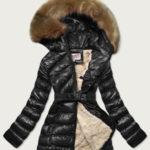 Lesklá černá zimní bunda s mechovitým kožíškem (W674)