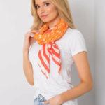 Oranžový a červený šátek se vzory