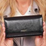 Černá dámská peněženka z přírodní kůže