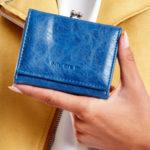 Modrá peněženka z ekologické kůže s ušními dráty