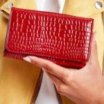 Reliéfní dámská peněženka z ekokože, tmavě červená