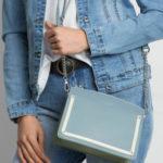 Elegantní malá modrá a zelená kabelka