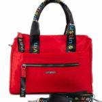 Červená městská taška přes rameno