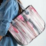 Filcová taška se šedým a růžovým potiskem