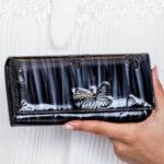 Dámská stínovaná peněženka s černými motýly