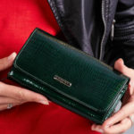 Dámská zelená lakovaná peněženka