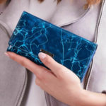 Dámská modrá vzorovaná kožená peněženka