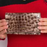 Dámská hnědá peněženka se zvířecím potiskem