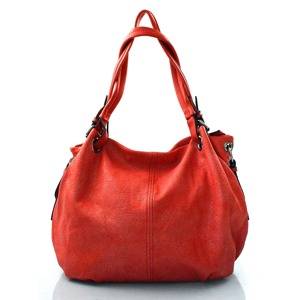 krasna-cervena-kabelka-na-rameno-roline.jpg